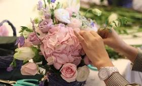 在慵懒的午后,一束花、一盏茶,以最柔软的姿态感受精致生活。芬芳过往,岁月静好