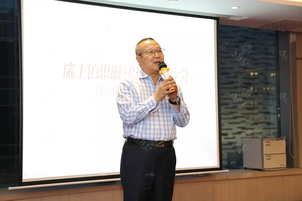 瑞士铂思琳医学抗衰机构中国区执行董事杨弥汉先生致辞,送上节日祝福。