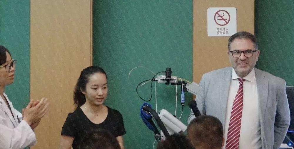 本次研讨在广东省人民医院心血管病研究所心脏康复区主任郭兰教授(上图左一)的主持下进行,广东省人民医院心内科张国林副主任医师等专家参与了本次活动。
