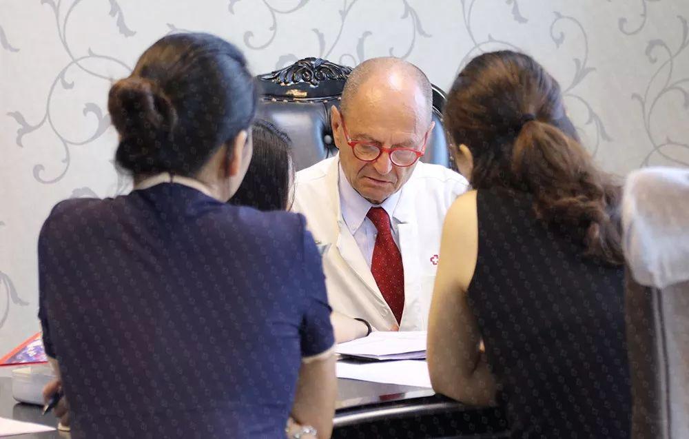 本次EPDA欧洲私人医生服务VIP会员中欧名医开放日活动,增进了现场VIP嘉宾对于心血管疾病、糖尿病、妇科 / 乳腺疾病的国际前沿了解。瑞士领誉医疗将继续为广大会员举办中欧名医开放日这一国际高端医疗品牌活动。