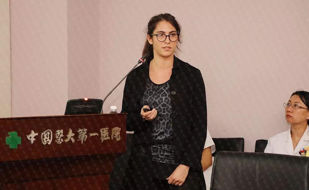 意大利心肺康复学会会员、物理治疗师茱莉亚•本多尼医学博士(Giulia Bendoni)发表专题演讲《心血管疾病患者的抗阻运动》。