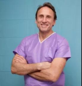 克里斯纳 • B • 克劳夫医生 国际乳腺外科领域最著名专家之一