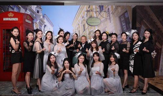 名媛女神、医学权威汇聚,见证了一场优雅、年轻、健康的盛典